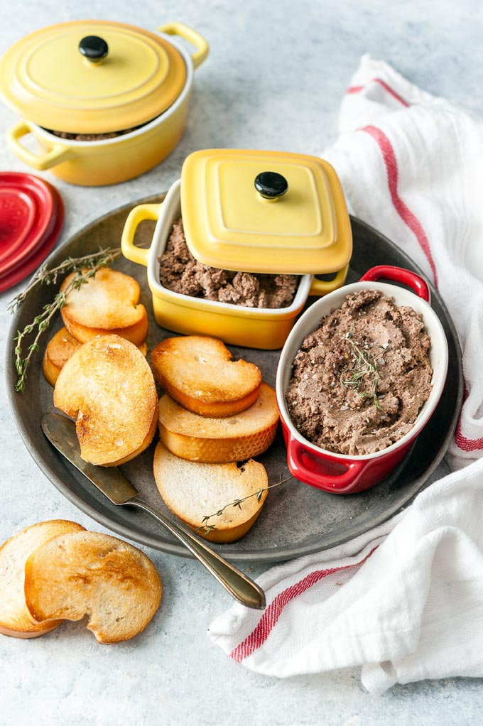 Little bowls with Instant Pot Chopped Liver and toasts.